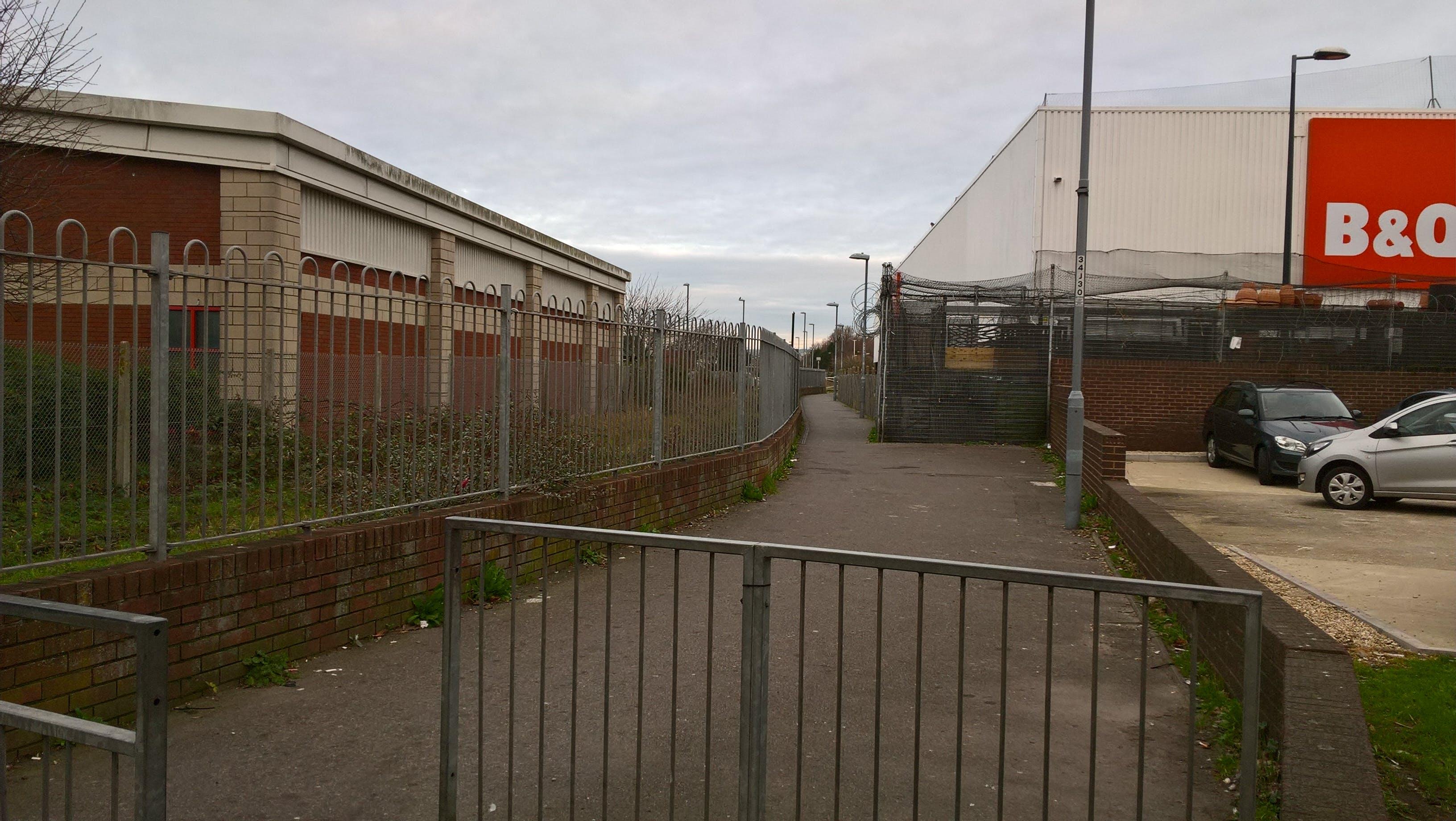 Walkway between King Street and Jubilee Retail Park