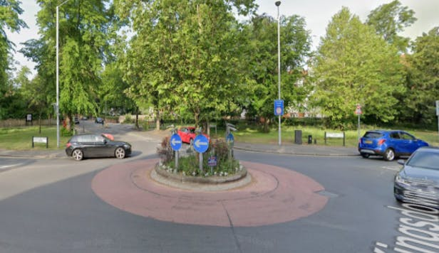 Langley Avenue Roundabout (large site)