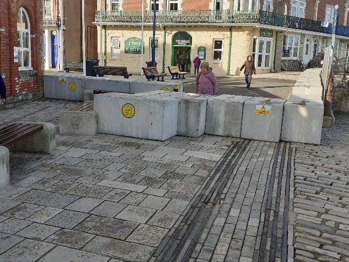 Temporary coastal defence