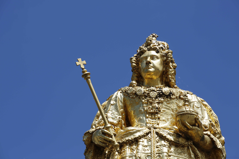 Guilded Statue Of Queen 3
